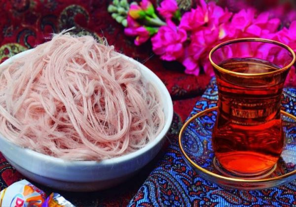Pashmak with Tea