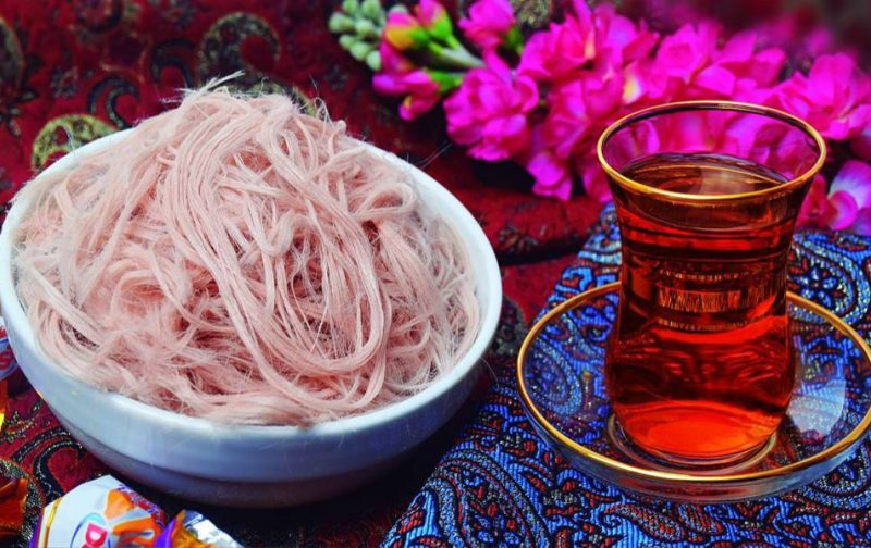 Pashmak with Tea